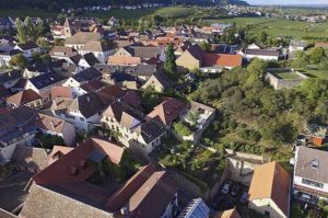 Blick aufs Weingut mit Gästehaus in Gimmeldingen.